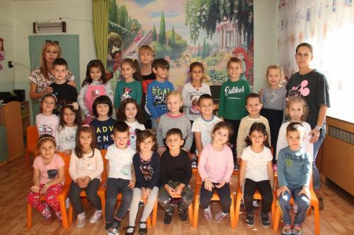 ІІІ група - г-жа Гергана Атанасова, г-жа Росица Генова,  Маргарита Корунова– помощник-възпитател