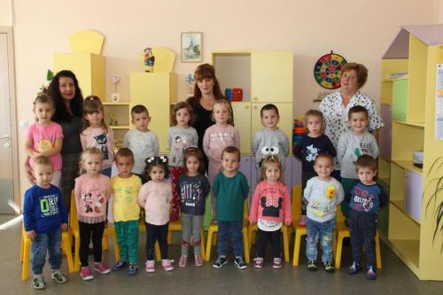 І изнесена група - г-жа Гинче Тасева, г-жа Таня Воденичарова, Катя Ромелова – помощник-възпитател